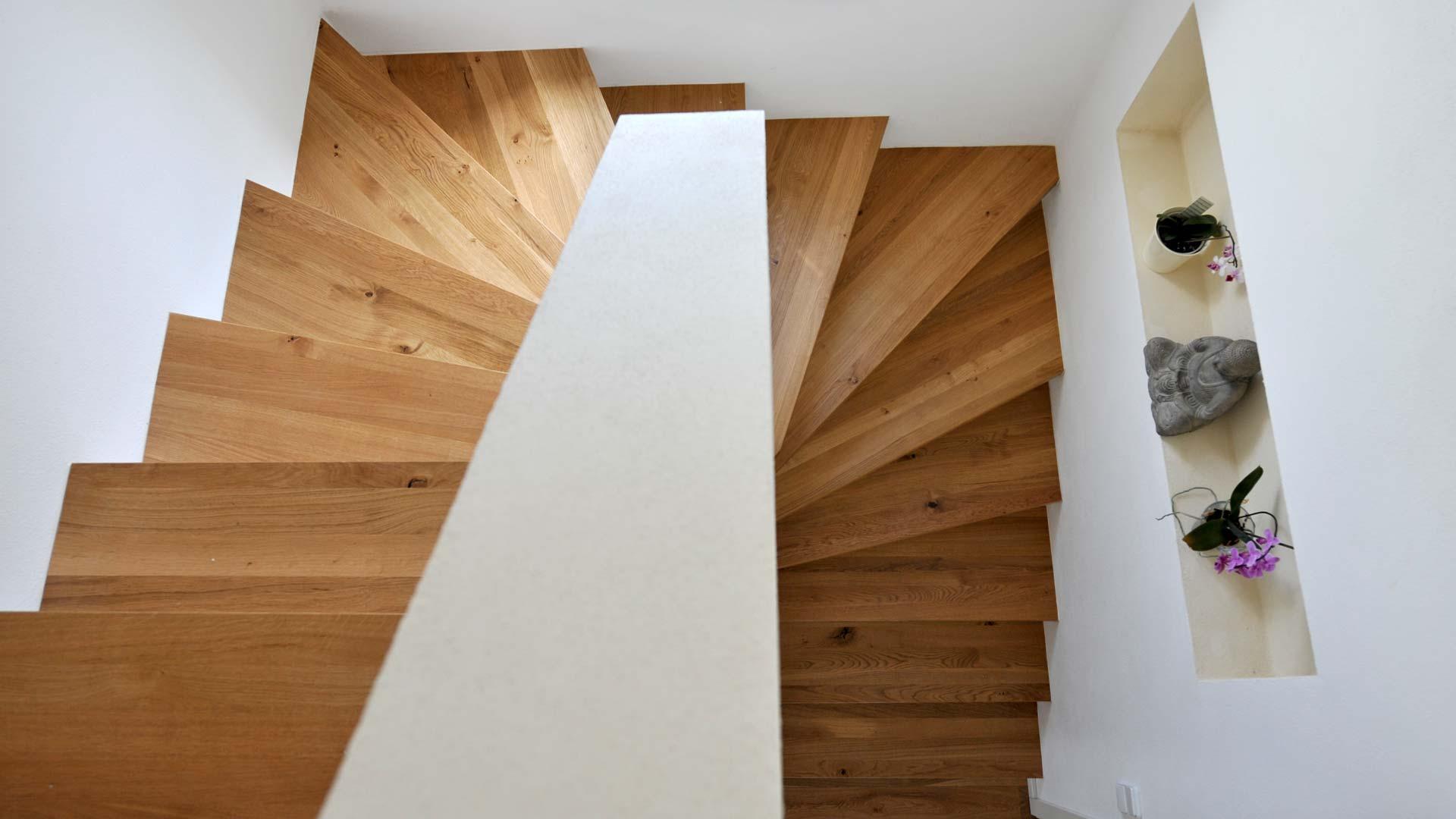 treppe eiche wei lack herrmann parkett. Black Bedroom Furniture Sets. Home Design Ideas